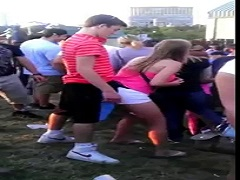 Arrimando cebolleta mientras bailan